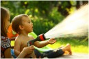 Летний ,жаркий день.Ни малейшего ветерка. Единственное спасение - душ из садового шланга.Правда в исполнении детей это всегда неожиданно и с визгами.
