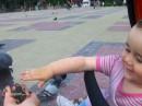 Мы с дочкой кормим голубей в г.Тернополь.