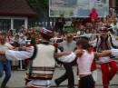 Я танцую на празднике в Яремче с гуцулами.