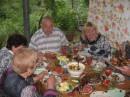 Ужин на открытой веранде с друзьями