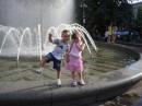 Летний Крещатик, приятная прогулка с детьми. Цветущие клумбы и самые красивые фонтаны не оставят равнодушным никого и поднимит настроение.