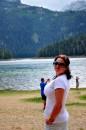 Черногория, национальный парк  Дурмитор, Эти ледниковые озера, окруженные громадой гор, «прячутся» в густых лесах или лежат среди открытых чистых полян. Своим величием они дополняют красу Дурмитора, его скалистых вершин, тенистых лесов и горных лугов. Их называют «горные очи». Легенда утверждает, что на дне Черного озера стоит древний монастырь, а из Вражьего (Чертова) озера вылетают по ночам крылатые кони, от которых исходит сияние как от месяца.