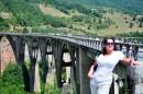 Мост Джурджевича через каньон реки Тара - самый высокий автомобильный мост в Европе- 160 м над уровнем реки. Инженер Лазарь Яукович построил мост в 1938-1940 гг. А во время Второй Мировой Войны партизаны привлекли инженера к подрыву его творения. Яукович взорвал мост так, чтобы его легко было восстановить, за это был расстрелян фашистами.