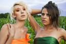 поле кукурузы, девушки и яркий макияж