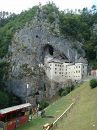Вот уже более 700 лет царствует на 123-метровой высокой скалистой стене могущественный, дерзкий и недоступный замок