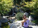 Гармоничное сочетание камней, воды и растительности так и влекут к себе...