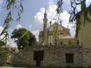 """Чудо архитектуры: мусульманский минарет с христианской Мадонной. А вообще это костёл, там стоит мраморная статуя """"Спящая Лаура"""""""