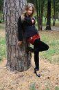 стою..держу..деревьев в парке было ох как много:)))