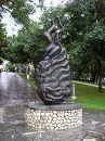 какой-то памятник чему-то :) не знаю чему, было сфоткано в спешке, не было времени разобраться (озеро Блед, Словения)