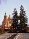 Храм Жён Мироносиц с памятником героям ВОВ в г.Волчанске
