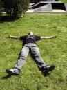 Зелёная трава, а вот и я, лежу в траве как на кровате. Позади пложадка, чтобы кататся на роликах, Я валяюсь уставший и обессиленый от 3 часовых катаний всё на тойже площадке:)
