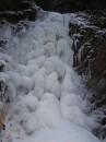 замерзший водопад в Карпатах.....