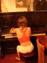 как боярином стану - куплю себе пианину... а то что это за жизнь без пианины?  (с)