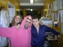 Я с барменом лёхой он в розовом яркий мен ))))
