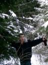 В снегу окунулся...и под ёлочку)))