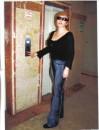 2006Возле лифта в моем доме.Утро,по дороге на работу.