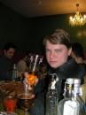 пиво выпил сам, водку разделил с другом, а бутылки должны унести работники заведения