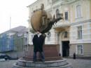 Памятник первой взятке. Апельсин. Одесса