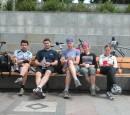 Перекусон на завалинке, после длительного и активного педалИрования... Ездили в Пирогово, а очутились на Майдане. 8)