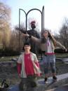 Памятник учительнице в исполнении Эма и Кати...