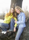 на пару с моей подругой))) вперлися на дерево))) вот до чего доводит одиночество)))