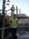 Dubai, Wild Wadi Water Park, позади башня с ооочень крутой горочкой )