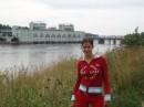 это я..... девушка в красном...