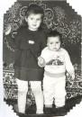 А это мы с сестренкой, ехх давно это было и неправда...   Уадай кто из нас кто!