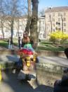 детская площадка вся в таких прикольных чудиках была)))