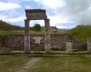 На северном склоне горы Митридат находятся развалины древнего (VI век до н.э. - IV век н.э.) города Пантикапей, современная Керчь. Столицы Боспорского государства. Это колонны Пританея (общественного дворца). III век до н.э.