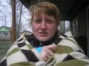 замерзшая.......в одеяле.......третий день........ниче уже не спасало))) первое мая - снег,  и я в одеяле))))
