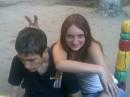Моя подруфка, а друг за спиной, свою девчёнку на меня выставил)))