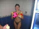 ....в бассейне оказалась холодная вода, пришлось грецца под душем ....