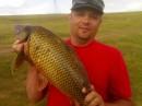 Рыбка сама приплыла.(на рыбалке, карпик, вес 5.200кг. + ещё 4.700 кг.мелочи карасики )-люблю рыбалку.