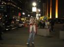 Там же на Бродвее, Сзади выглядывает Эмпайр Стейт Билдинг