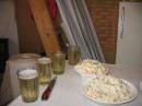 шампанское стаканами пить гламурно))))))))
