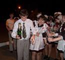 Прикольная фотка. Мне так нравится =0) Это в ночь после последнего звонка. Одна бутылка на всех присутствующих Я в ту ночь не выпила больше пятой части пластикового стаканчика... На переднем плане Турик и я