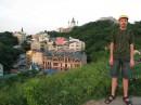 Июнь 2007 г. На горе Детинец (Поскотино). Слева от меня открывается вид на Гончары и Андреевский спуск.