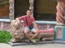 этот деревянный лев был укращен