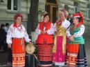 Traditional Ukrainian dressed women:)