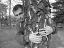 Пацалуй меня с разбегу, я за деревом стою...