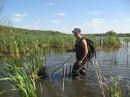Это я хожу по озеру, выбираю, где лучше сделать себе рыбное место :) хе-хе :) Другими словами Планирую наперед! Ведь дождя не было, когда Ной строил ковчег :)
