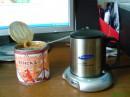 Гы, ет мой стол)) А на нем - моя любимая крушка для кофе, подключается к компу и имеет 4 USB входа !!  Вот такая вот крутая крушка !