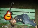 бедный ребёнок!!!она сново заснула на лавочке.наверное сегодня был очень тяжолый день)