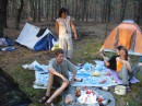 УРА! День Независимости! Лес....палатки...пиво!