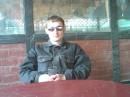 это я в баре возле моря, пью вино