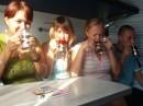 Поезд на Киев....настреляли несколько гривен на чай.........мы еще никогда с таким наслаждением не пили чай........