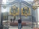 Под Букингемским Дворцом.