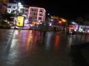 основная жизнь начинается ночью) до 8 часов вечера людей на улицах очень мало... все отсыпаются )))