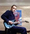 Я с гитарехой моей.
